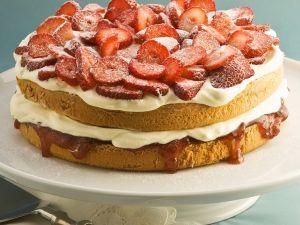 Sahnetorte mit Erdbeeren Rezept
