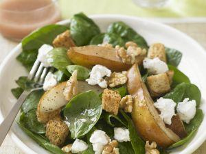 Salat aus Spinat, Birnen, Nüssen und Feta Rezept