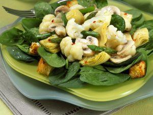 Salat mit Blumenkohl, Champignons und grünem Spargel Rezept