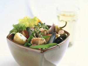 Salat mit Bohnen, Tomaten, Kartoffeln und Thunfisch Rezept