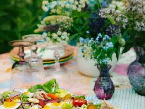 Salat mit Ei, Tomate und Fisch Rezept