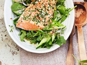 Salat mit gebackenem Lachs Rezept