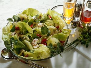 Salat mit Gemüse und Champignons Rezept