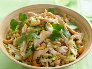 Salat mit Hähnchen, Kichererbsen und Cashewkernen Rezept