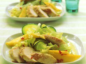Salat mit Kokos-Currydressing und Hähnchen Rezept