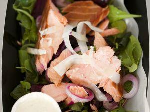 Salat mit Lachs und Roter-Bete Rezept