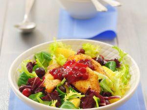 Salat mit paniertem Käse Rezept