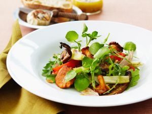 Salat mit Pilzen, Paprika und Brunnenkresse Rezept