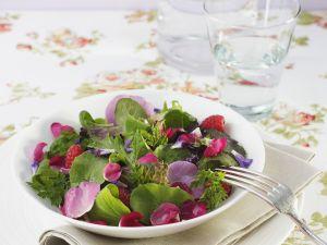Salat mit Rosenblättern Rezept