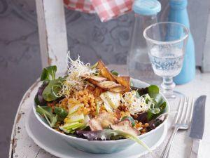 Salat mit roten Linsen und Räuchertofu-Chips (vegan) Rezept