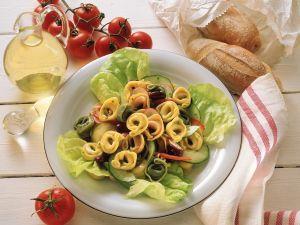 Salat mit Tortellini Rezept
