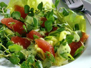 Salat nach kalifornischer Art mit Grapefruit und Frühlingszwiebeln Rezept