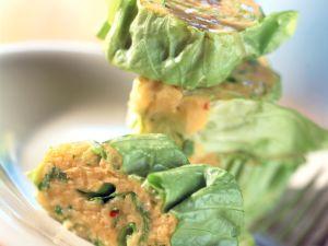 Salatrollen mit Kichererbsendip Rezept