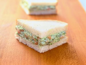 Sandwich mit Avocado-Krabben-Mus Rezept