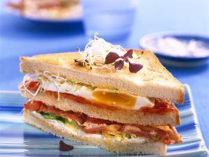 Sandwich mit Ei und Speck Rezept