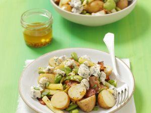 Saubohnen-Kartoffelsalat mit Schinken und Blauschimmelkäse Rezept