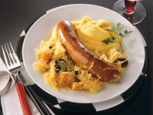 Sauerkraut mit Bratwurst und Püree Rezept