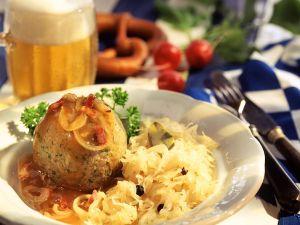 Sauerkraut mit Leberknödel Rezept