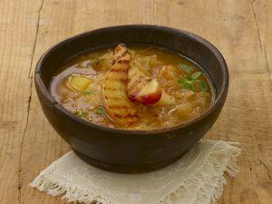 Sauerkrautsuppe mit Kartoffeln und Äpfeln Rezept