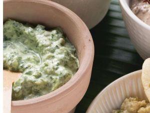 Saure-Sahne-Dip mit Spinat Rezept