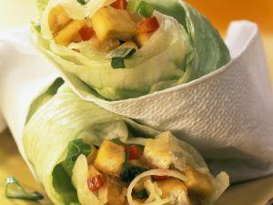 Scharf gefüllte Salatrollen Rezept