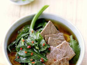 Scharfe asiatische Rindfleischsuppe Rezept