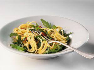 Scharfe Knoblauch-Spaghetti mit Rucola Rezept