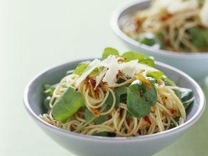 Scharfe Pasta mit Rucola und Knoblauch Rezept