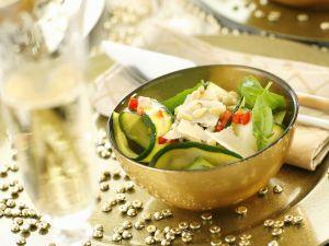 Scharfer Zucchinisalat mit Pinienkernen, Parmesan und Basilikum Rezept