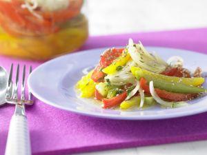 Schichtsalat mit Paprika und Sesam Rezept