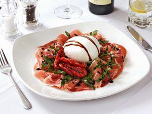 Schinken mit Mozzarella und gebratenen Tomaten Rezept
