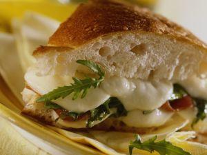 Schinken-Sandwich mit Käse und Rucola Rezept