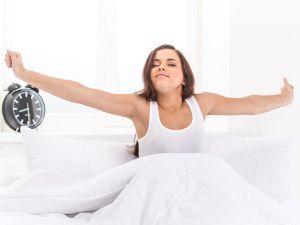 So kommen Sie morgens besser aus dem Bett und werden wacher