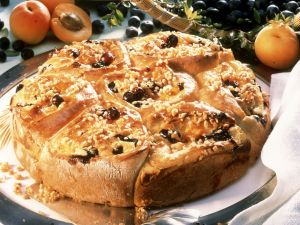 Schneckenkuchen mit Obst und Quark Rezept