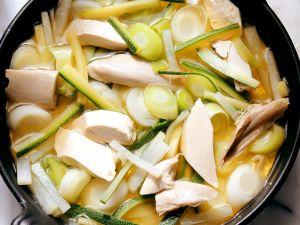 Schnelle Hühnersuppe mit Gemüse Rezept