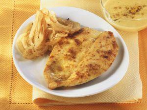 Schnitzel mit Currysauce und Zwiebeln Rezept