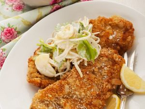 Schnitzel mit Mandelpanade Rezept