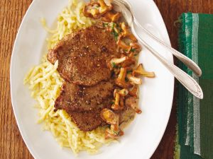 Schnitzel mit Pfifferlingen und Spätzle Rezept