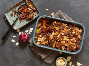 Schoko-Crumble mit Mango und Pflaumen Rezept