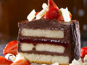 Schoko-Erdbeer-Dessert mit Biskuit Rezept