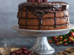 Schoko-Mandel-Torte mit Kirschen Rezept