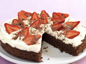 Schoko-Sahne-Kuchen mit Erdbeeren Rezept