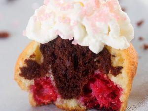 Schoko-Vanille-Cupcake mit Cremetopping Rezept