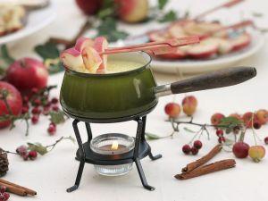 Schokofondue mit Äpfeln Rezept