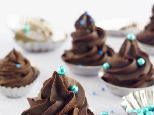 Schokokonfekt mit blauer Zuckerperlen Verzierung Rezept