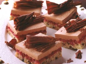 Schokoladen-Preiselbeer-Schnitten Rezept