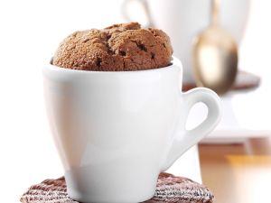 Schokoladen-Soufflé in einer Espressotasse gebacken Rezept