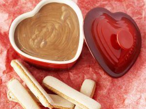 Schokoladencreme mit Biskuits Rezept