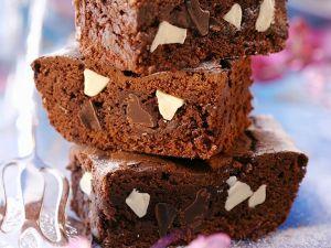 Schokoladenkuchen mit Kaffee und Schokoladenstückchen Rezept