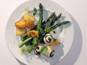 Schollen-Involtini mit Spargel und Pesto Rezept